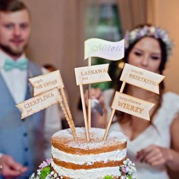 dekoracje ślubne rustykalny tort weselny