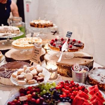 rustykalny słodki stół
